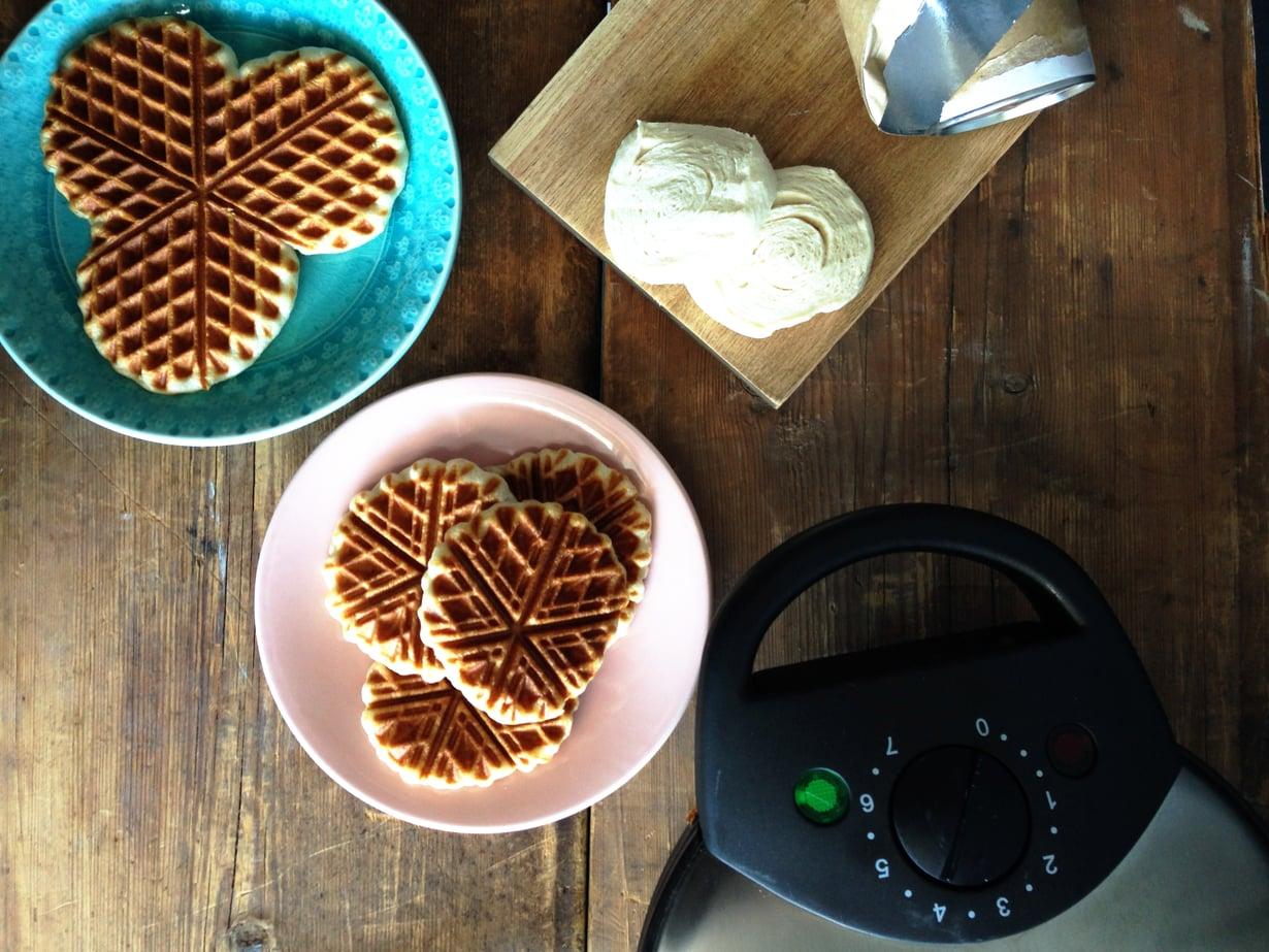Croissant-taikinasta paistetut vohvelit ovat rapeita, mutta ilmavia.