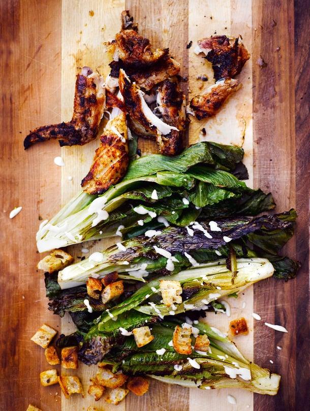 """Kokeiluja kaihtamaton grillaa myös itse salaatin. Kuva: <span class=""""photographer"""">Sami Repo.</span>"""