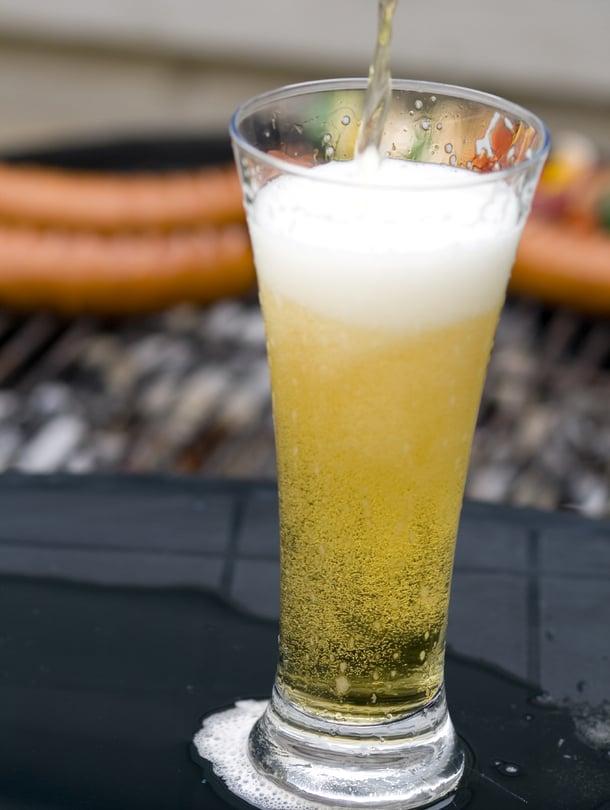 """Grilli ja olut ne yhteen sopii. Kuva: <span class=""""photographer"""">iStock</span>"""