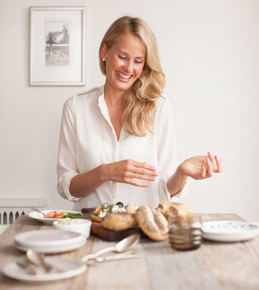 """Kira tietää, kuinka ruokakuva stailataan. Kuva: <span class=""""photographer"""">Sara Remington.</span>"""