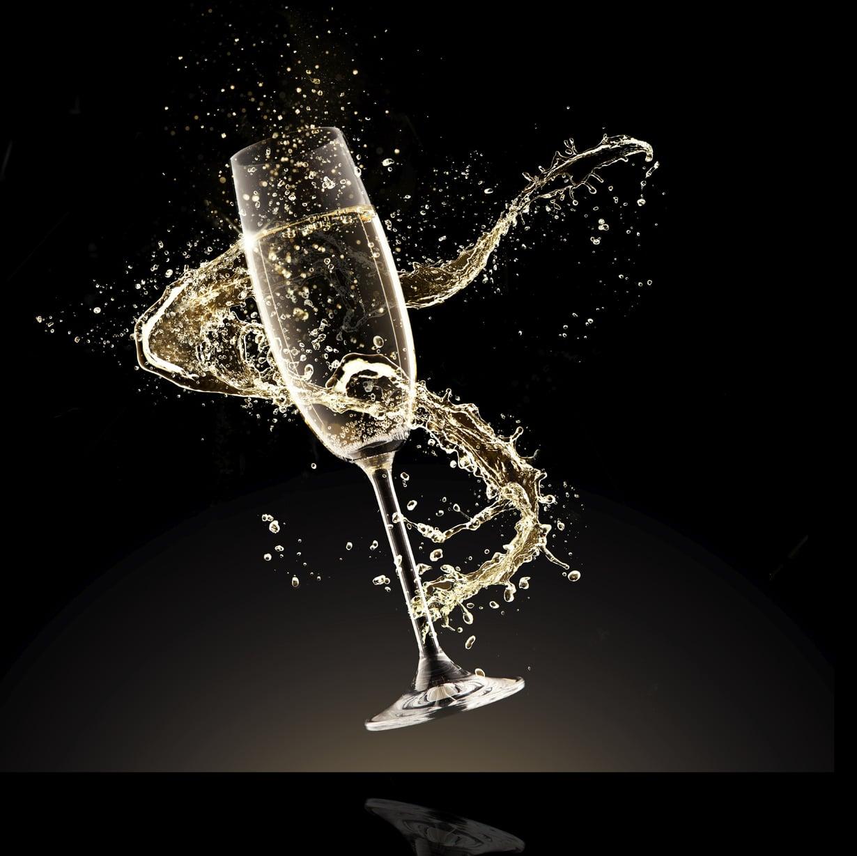 Kuohuviini on raikkaampi juoma pikkujouluihin kuin glögi. Kuva iStock