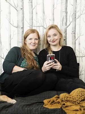 Elina Innanen ja Suvi Auvinen toivovat, että Lapsiperheen vegaanikeittokirjaan tarttuisivat kiireiset sekasyöjät, jotka haluavat tehdä kasvisruokaa ja opettaa lapsensakin tykkäämään siitä.