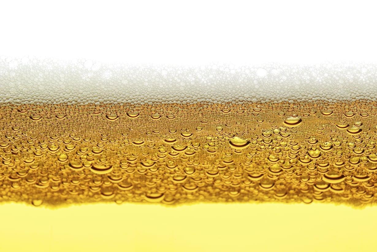 Hapanta, sanoi olutnörtti juomastaan. Kuva iStock.
