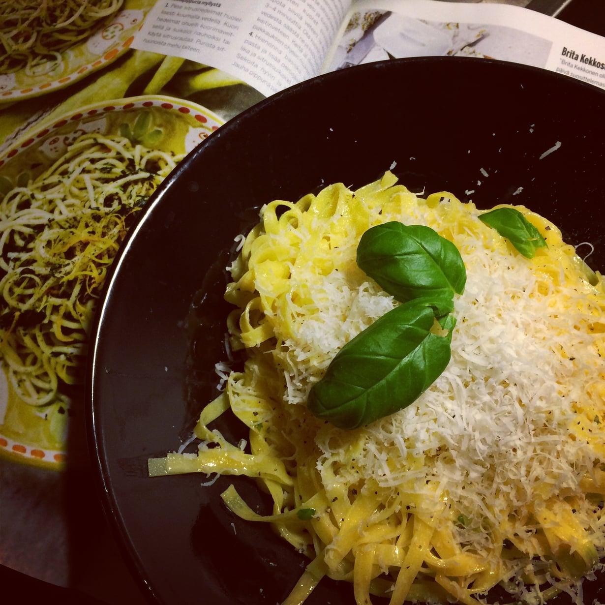 Parmesaani ei ainakaan pilannut yksinkertaista sitrusvoipastaa. Kuva: Teemu Leminen.