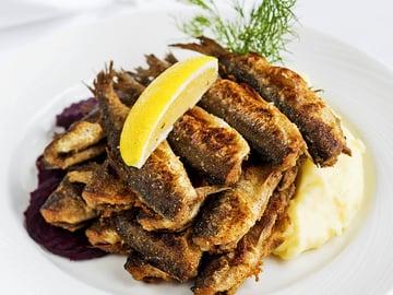 Paistetut silakat ja kermainen muusi on legendaarisen ravintola Sea Horsen suosituimpia annoksia. Linkin ohjeeseen jöydät jutun lopusta.