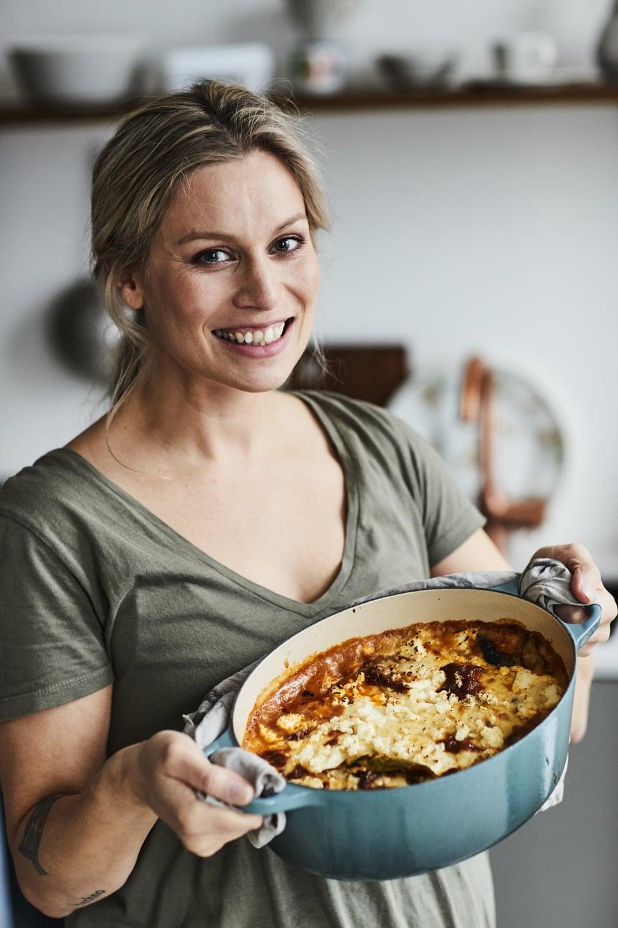 """""""Paneer-munakoisopaistos on mehevä uuniruoka, joka paranee jokaisella lämmityskerralla"""", Meri-Tuuli Väntsi kertoo."""