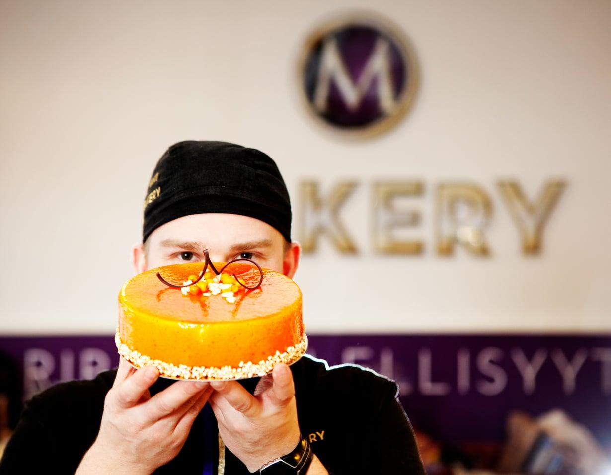Yrittäjä Mikko Hietala haluaa tehdä kauniita kakkuja.