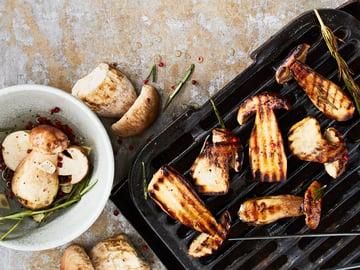 Grillitattien maustajana toimii simppeli mausteöljy.