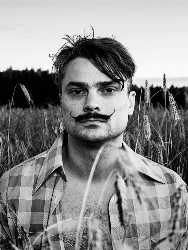 """Kalle Valkonen tekee viskiä Pohjanmaalla. Kuva: <span class=""""photographer"""">Kyrö Distillery.</span>"""
