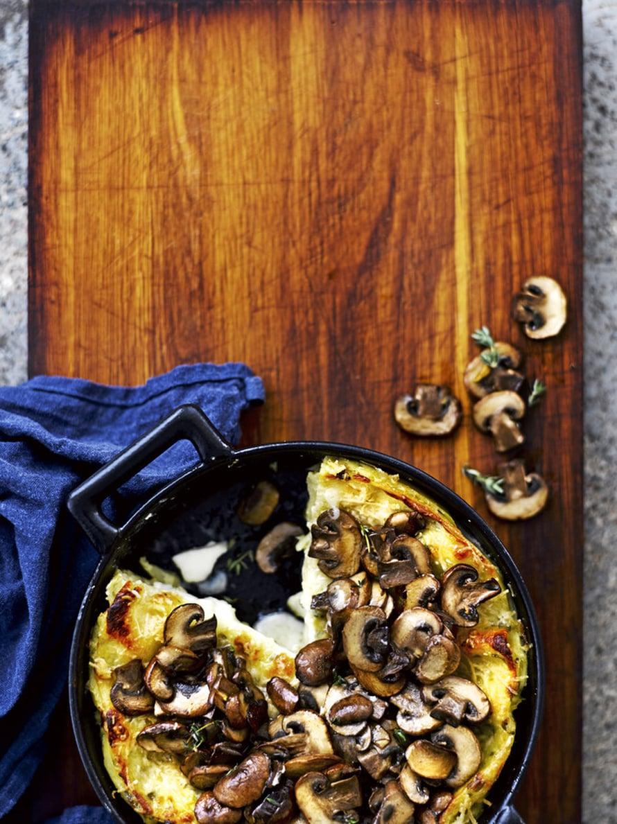 """Valkoiseen lasagneen voi käyttää sieniretken saaliin. Kuva: <span class=""""photographer"""">Sami Repo.</span>"""