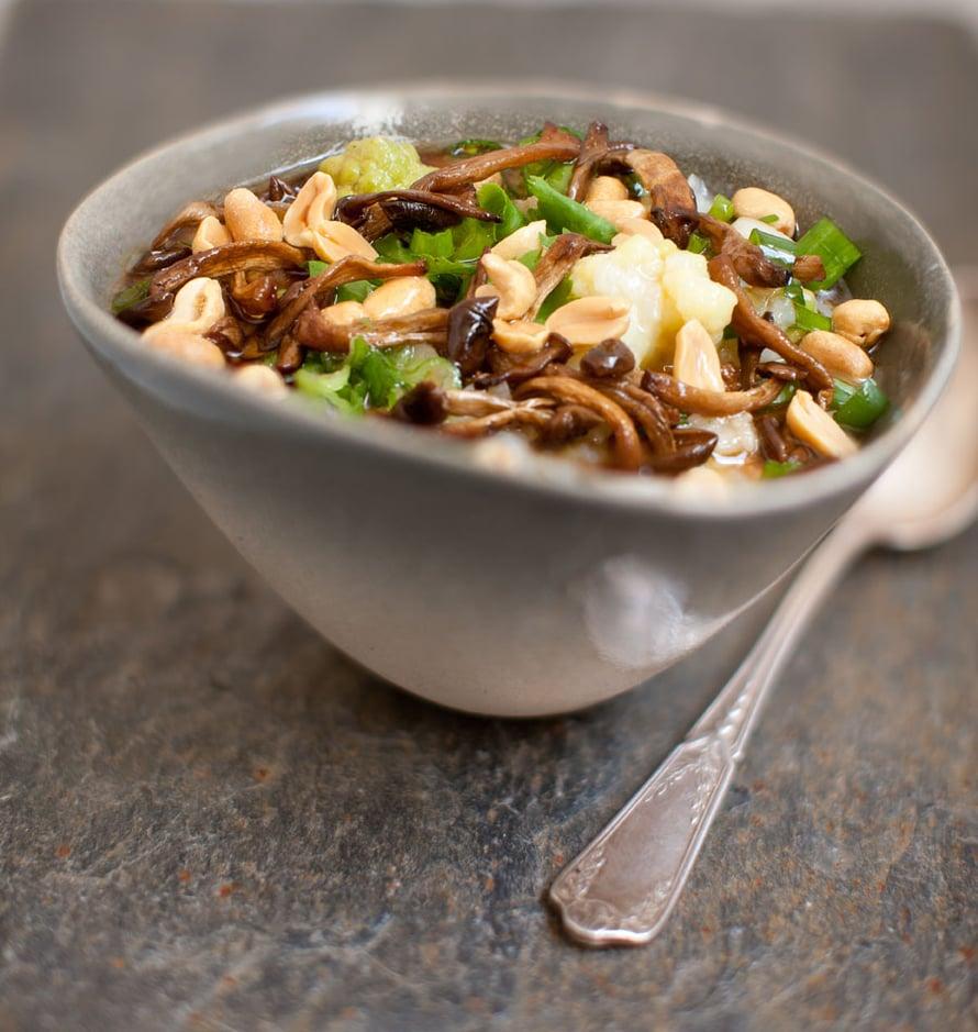 """Aasiassa suolaista congee-puuroa syödään aamupalaksi, Kööpenhaminan Grød-ravintolassa lounaaksi. Kuva: <span class=""""photographer"""">Grød.</span>"""