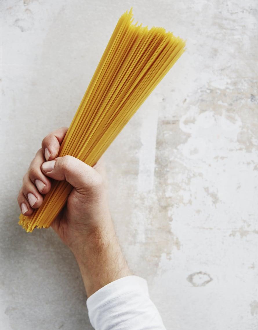 """Käytä sitä pastaa, mitä kotoasi sattuu löytymään. Kuva: <span class=""""photographer"""">Panu Pälviä</span>"""