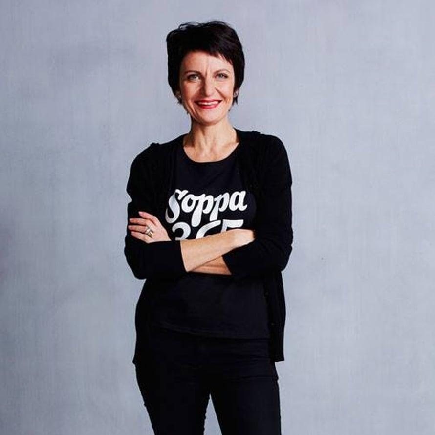 """Christina """"Chrisse"""" Aaltio on toiminut ruokatoimittajana Sanomalla jo 20 vuotta."""