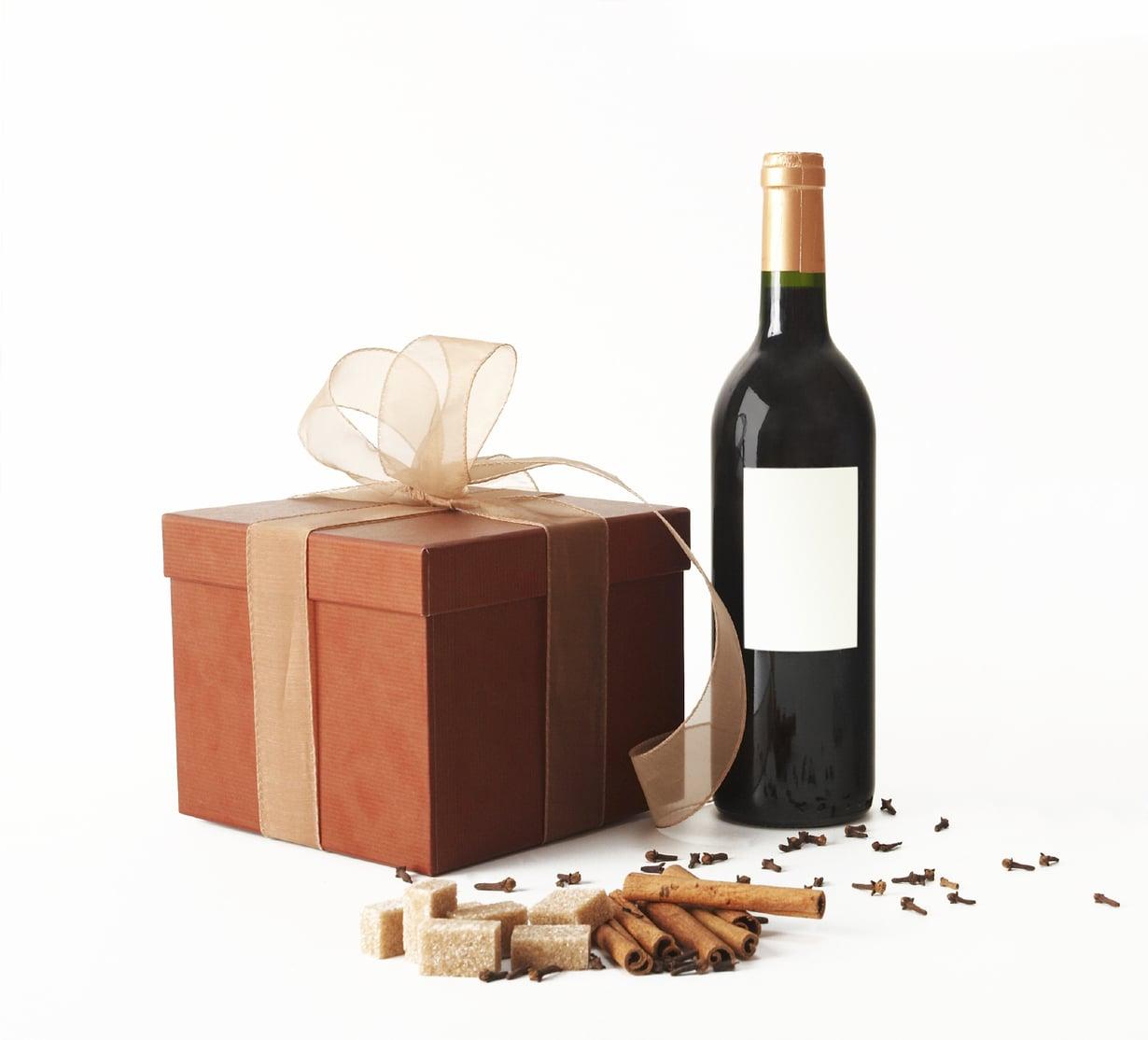 Herkuista pitävä ilahtuu lahjasta, jossa on mietitty viinin ja ruuan yhdistelmä. Kuva: iStock