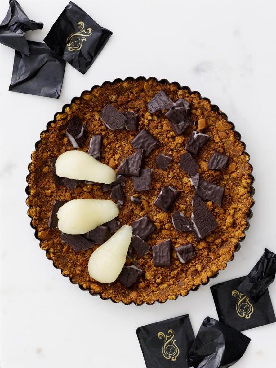 """Tähteistä herkkuja! Lopuista pipareista ja suklaakonvehdeista sekä päärynöistä syntyy mainio piiras. Kuva: <span class=""""photographer"""">Sami Repo</span>"""