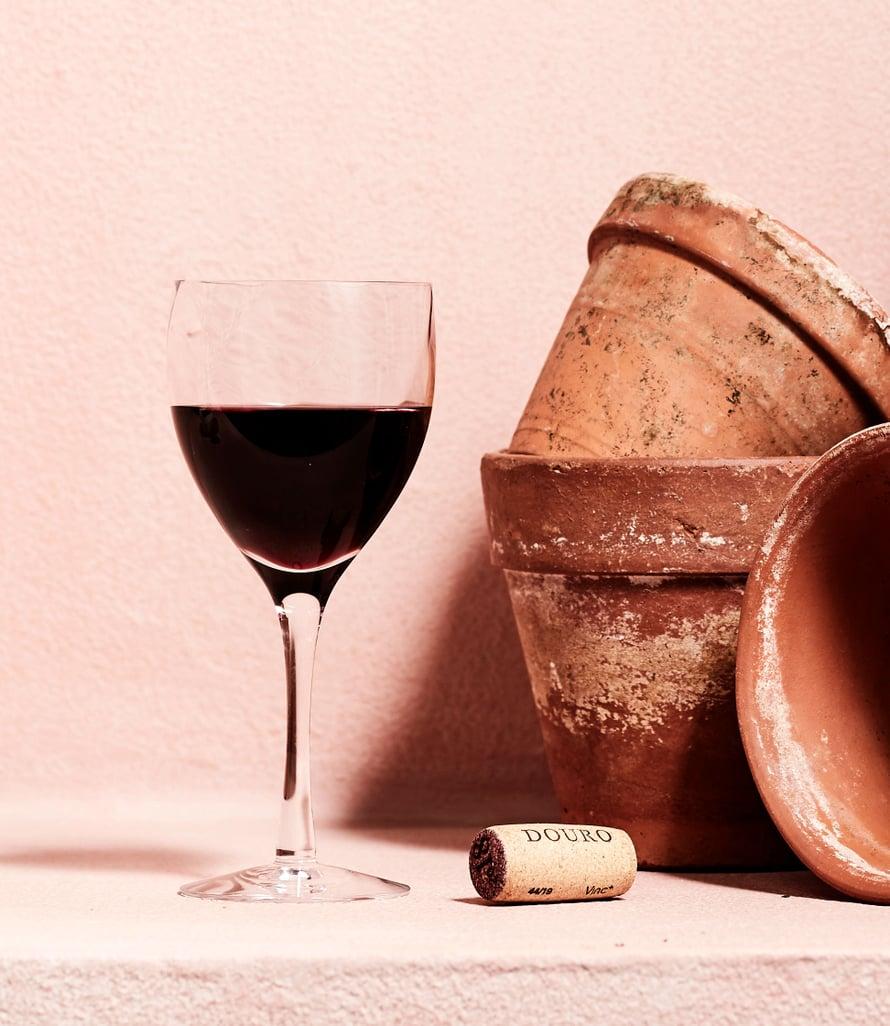 Täyteläiset ja tummasävyiset portugalilaiset viinit sopivat pääsiäispöytään.