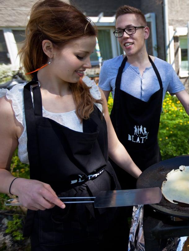 """Susanna Kuusisto ja Kari Hyvärinen tarjoilivat pop-up-ravintolassaan plättyjä. Kuva: <span class=""""photographer"""">Marinella Ruusunen.</span>"""