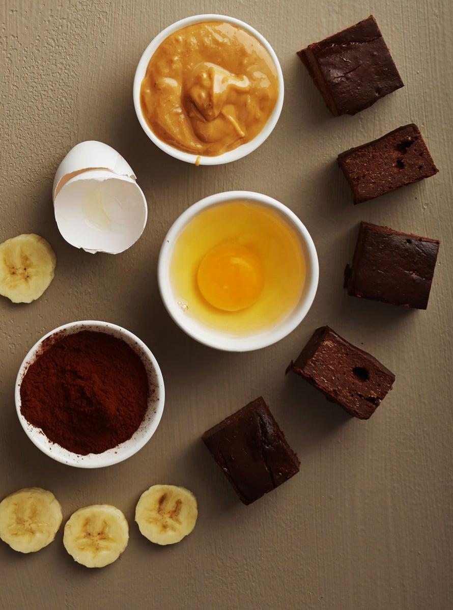 """Huijarin browniet syntyvät neljästä aineesta - eikä mikään niistä ole sokeri, voi tai vehnäjauhot! Kuva: <span class=""""photographer"""">Panu Pälviä</span>"""