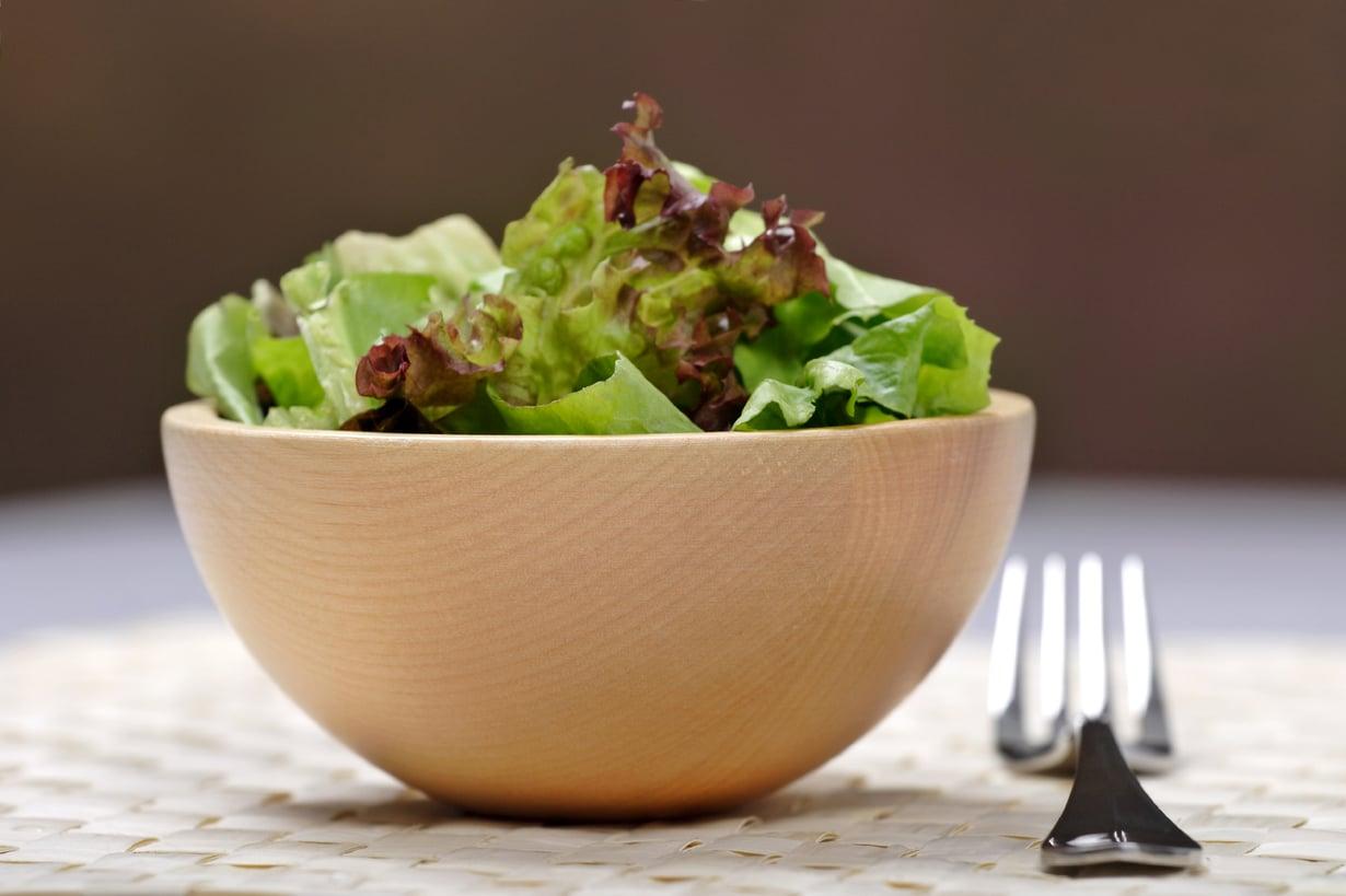 Tämä salaatti ei ui kastikkeessa! Kuva: Istockphoto.