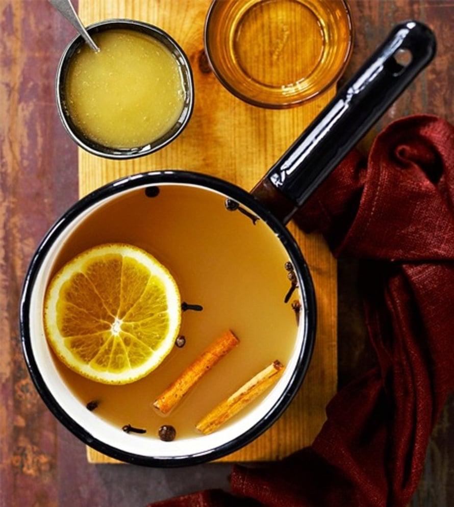 """Kuuma omenasiideri maustetaan appelsiinilla. Kuva: <span class=""""photographer"""">Sami Repo</span>"""