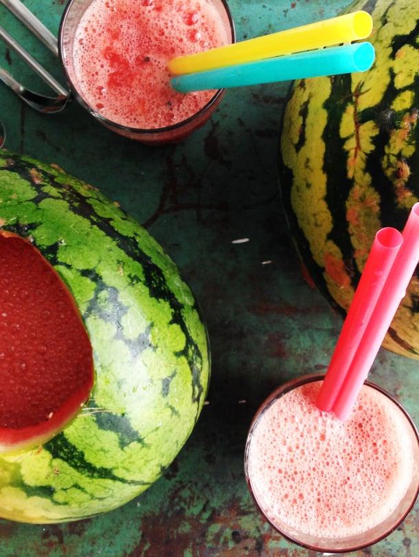 Valmiista smoothiesta voi tehdä drinkin sujauttamalla mukaan hömpsyn rommia tai vodkaa