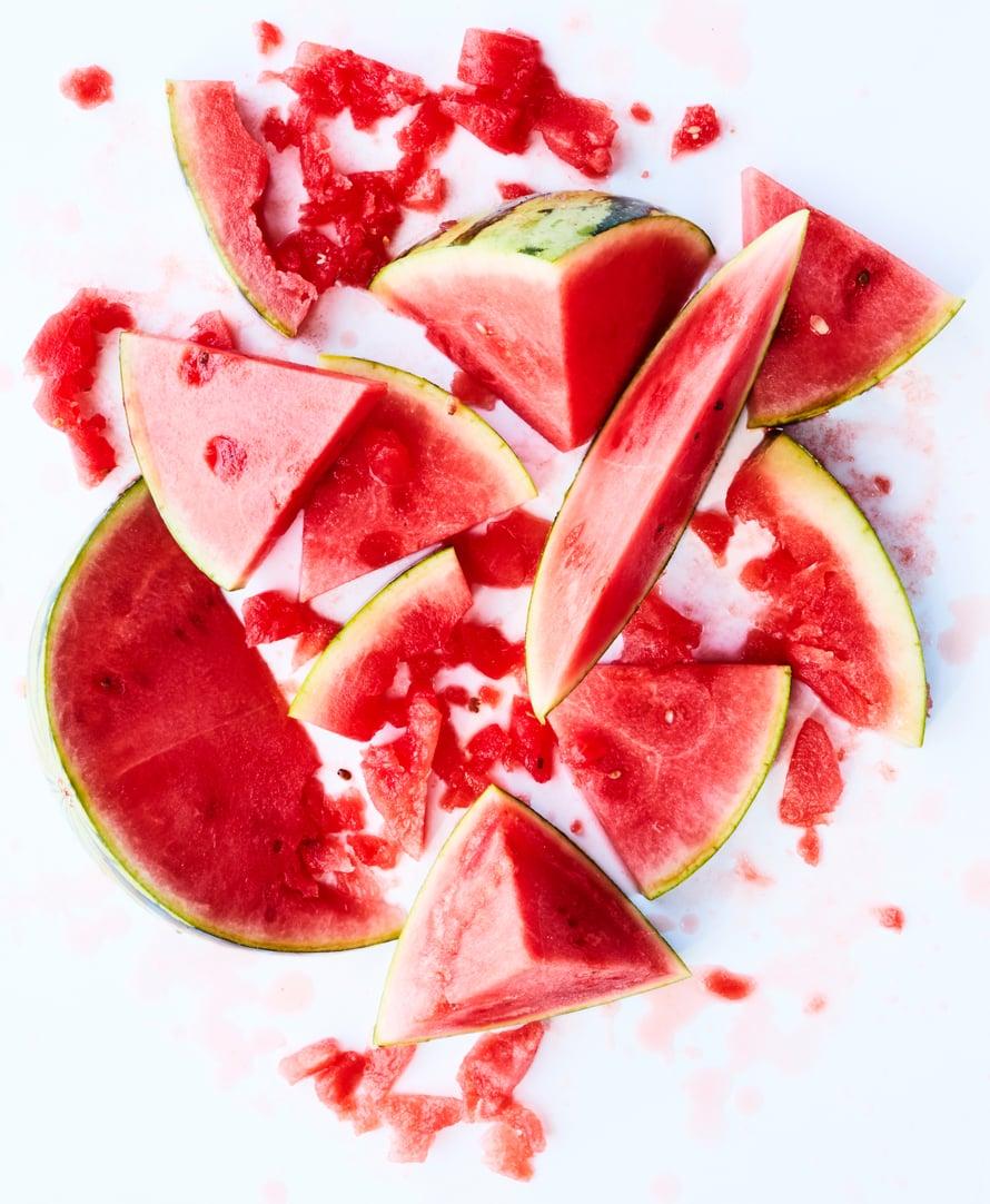 Makeus, mehevyys ja kauniin punainen väri ovat kypsän vesimelonin tunnusmerkit.