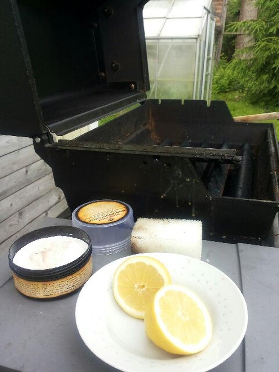 Puhdista grilli jokaisen käytön jälkeen.